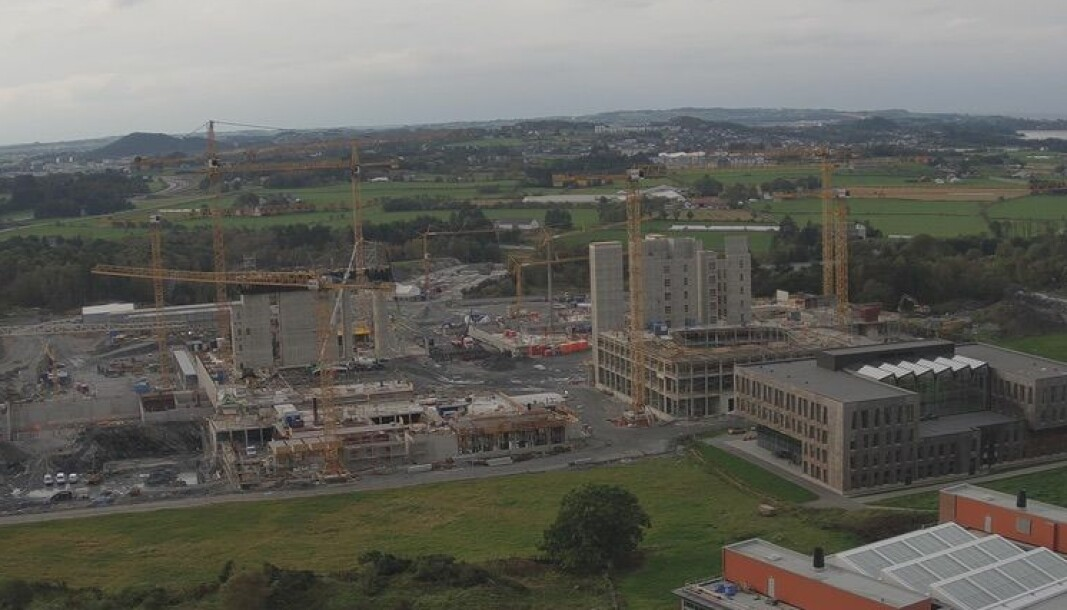 Det nye sjukehuset på Ullandhaug i Stavanger skal ha omlag tusen kvadratmeter til medisinutdanning. Spørsmålet er om det er UiB eller UiS - eller begge - som skal utdanna medisinstudentar i byen.