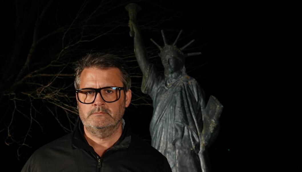Thomas Seltzers fortellinger i den nye NRK-serien «UXA», er som tran i mørketida, mener Khronos anmelder.