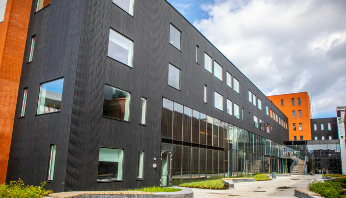 MH2-bygget på campus i Tromsø sto ferdig i 2018, unntatt lokalene til Avdeling for komparativ medisin, som ennå ikke er ferdige.