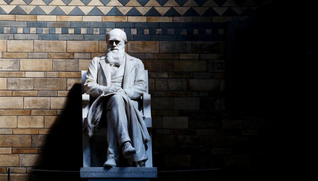 Charles Darwin skrev Artenes opprinnelse i 1859. Hans evolusjonsteori er godtatt av de fleste.