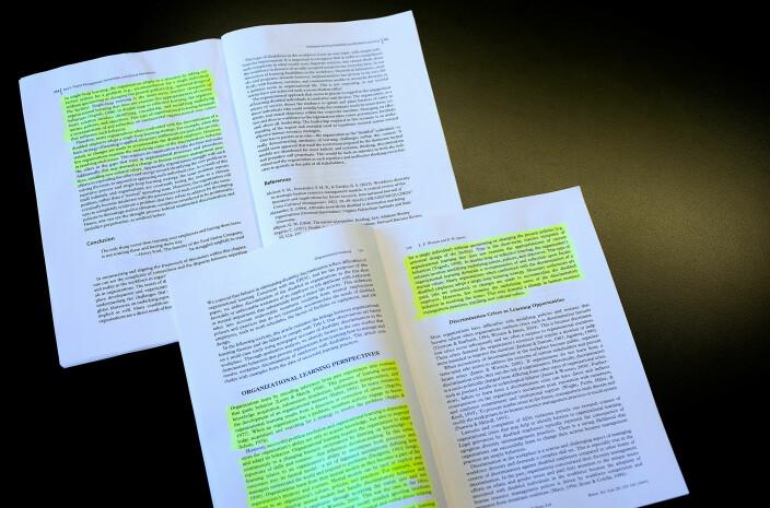 De to tekstene ble sammenlignet, avsnitt for avsnitt.