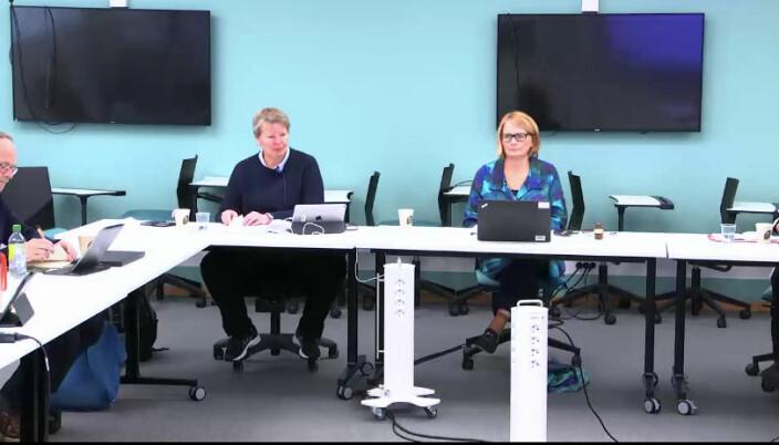 Universitetsdirektør Seunn Smith-Tønnessen (t.v.) og rektor Sunniva Whittaker på onsdagens styremøte.