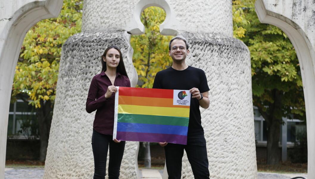 Medlemmer av METU LGBTI+ Solidarity Melike Balkan og Özgür Gür vinner Studentenes fredpris..