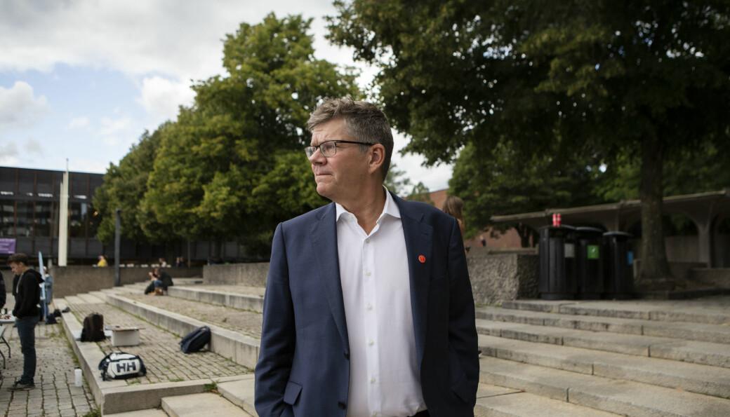 Universitetet i Oslo-rektor Svein Stølen spør om det er kun utdanning og ikke forskning som er viktig for regjeringen.