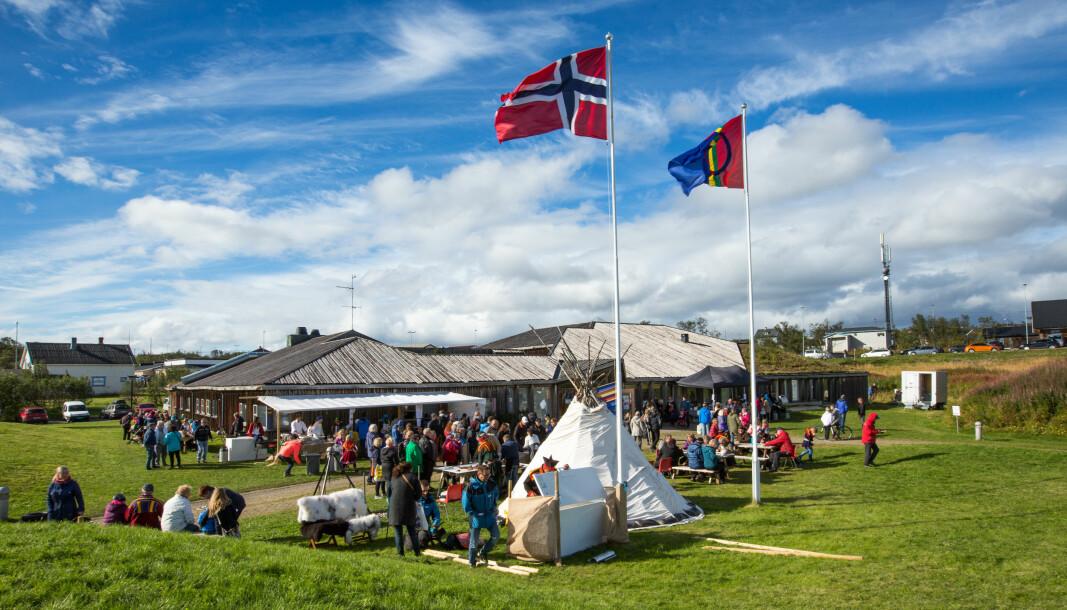 Utendørsarrangementet Vuonnamárkanat på Varanger samiske museum.