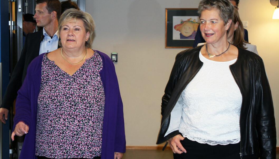 Erna Solberg på besøk hos Nord universitet og rektor Hanne Solheim Hansen.