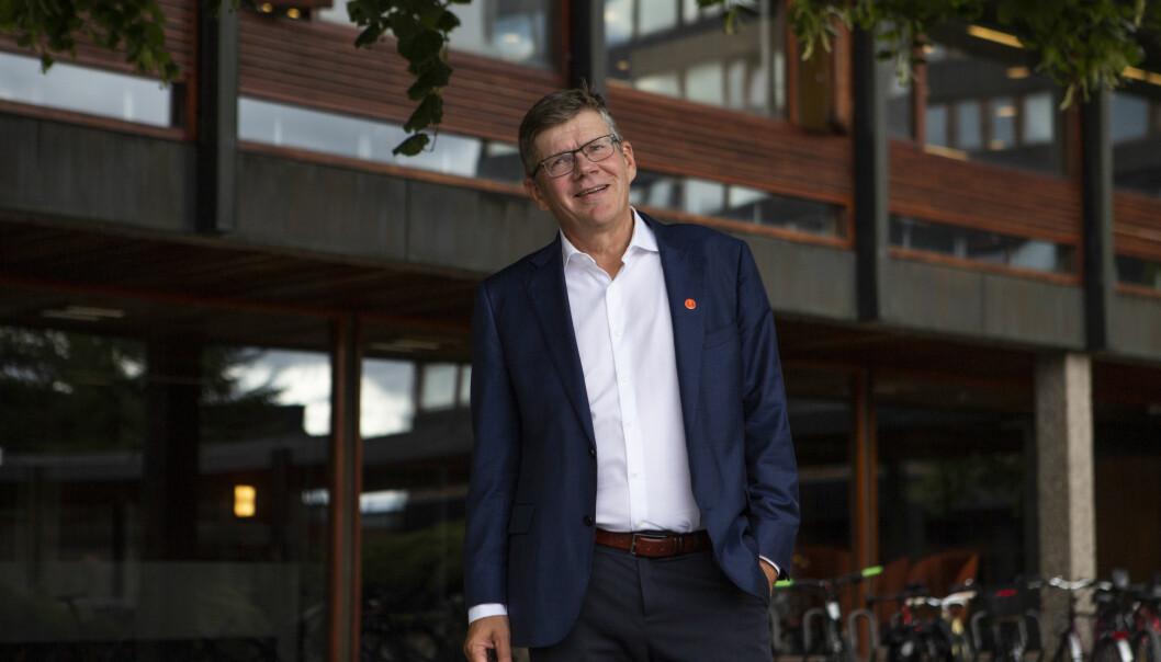 Rektor ved Universitetet i Oslo, Svein Stølen, er både styreleder i universitetsstyret og styremedlem ved Oslo universitetssykehus. Det byr på problemer i behandlingen av saker om de nye sykehusene, mener ansattrepresentanter ved sykehuset.