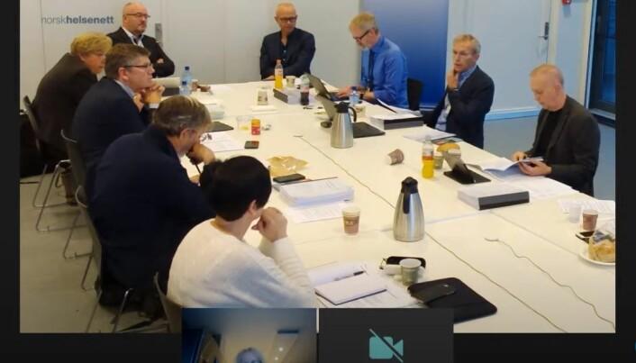 Styremedlem Aasmund Bredeli (nummer to fra høyre) stilte spørsmål ved habiliteten til Svein Stølen.
