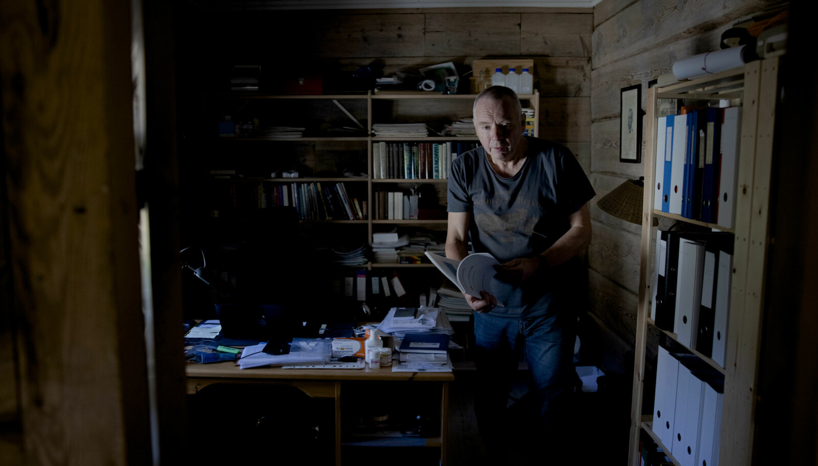 Heimekontoret er eit viktig rom i heimen hos Olav Martin Kvalheim . Han rista sosialisten av i seg i 1988, og mykje gass har gått i atmosfæren sidan Kvalheim markerte seg som miljøaktivist på seksti-og syttitalet,