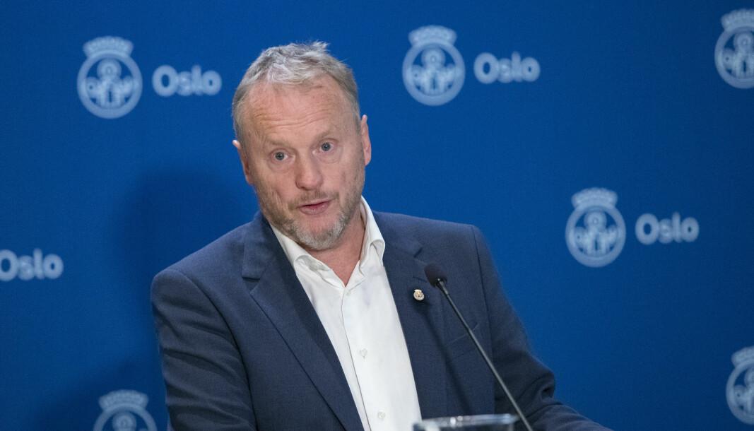 Byrådsleder Raymond Johansen orienterte om koronasituasjonen i Oslo p enn pressekonferanse i Oslo rådhus mandag. Foto: Terje Bendiksby / NTB