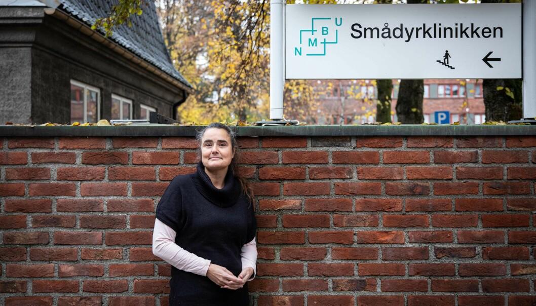 Cecilia Hals har 30 års fartstid på Veterinærhøgskolen og mener at det å flytte før bygget er helt ferdig også vil kunne gi frustrasjoner.