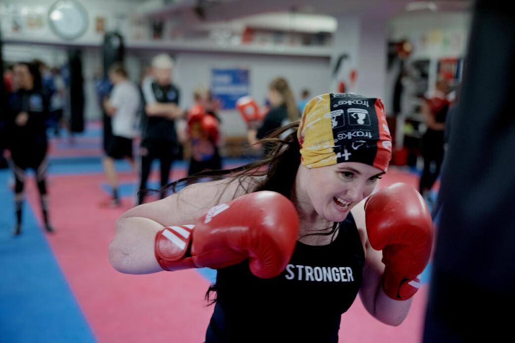 Idrettssosiolog Anne Tjønndal representerer som kvinneleg boksar ein minoritet. Som forskar er ho blant nokre frå i verda som har kvinneboksing som forskingsobjekt.