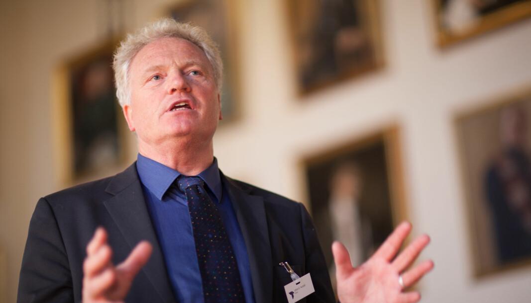 Eg ville ikkje brukt min professortittel og uttalt meg om sjukepleiarutdanninga i Ålesund eller Gjøvik for eksempel, seier professor og NTNU-direktør Johan E. Hustad.