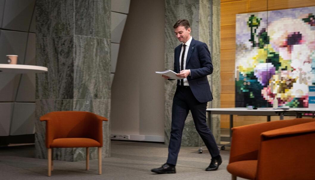 Statsråd Henrik Asheim har sagt at det ikke blir ekstra lån eller stipend til studentene nå. Foto: Siri Øverland Eriksen