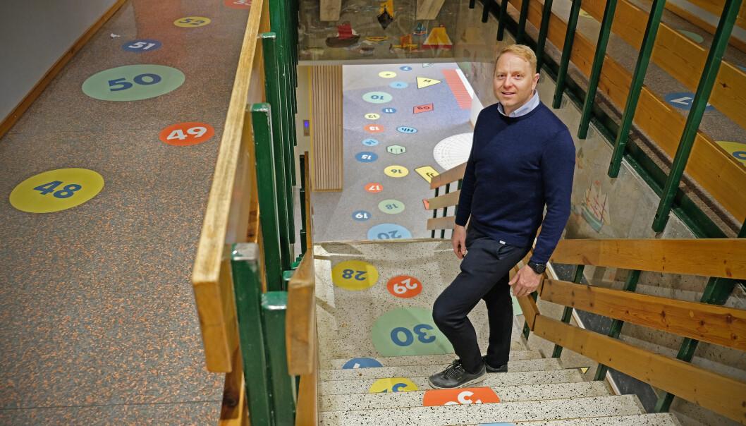 Trudvang skule i Sogndal nyttar fysisk aktiv læring for alle elevar. Nyleg har skulen også fått ny dekor innandørs. Professor Geir Kåre Resaland har hatt samarbeid med skulen sidan 2004.