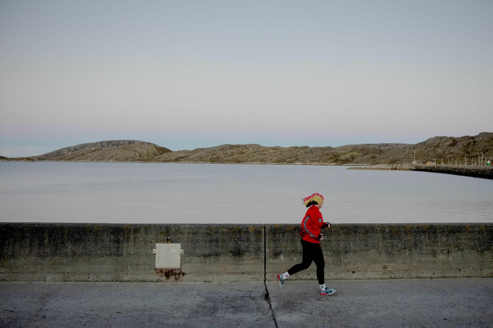 Kvar morgon, før akademisk arbeid, tar Anne Tjønndal joggeturen gjennom Bodø sentrum med Vestfjorden og storhavet som nabo.