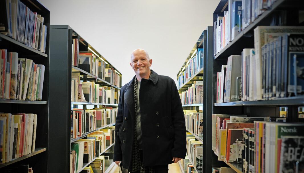 Gunnar Yttri, rektor ved Høgskulen på Vestlandet, lar seg inspirere av en ny kandidatundersøkelse som viser at studentene hans lett får seg relevante jobber.