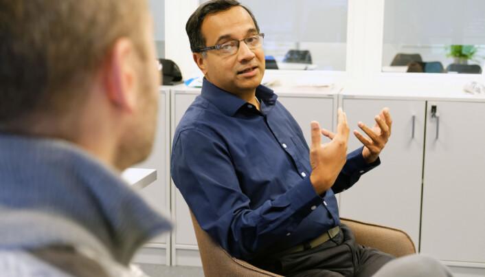 Rajendra Akerkar leiar eit stort prosjekt med partnarar frå mange land. Han seier dette er eit bra prosjekt - så lenge ein vert kvitt covid-19.