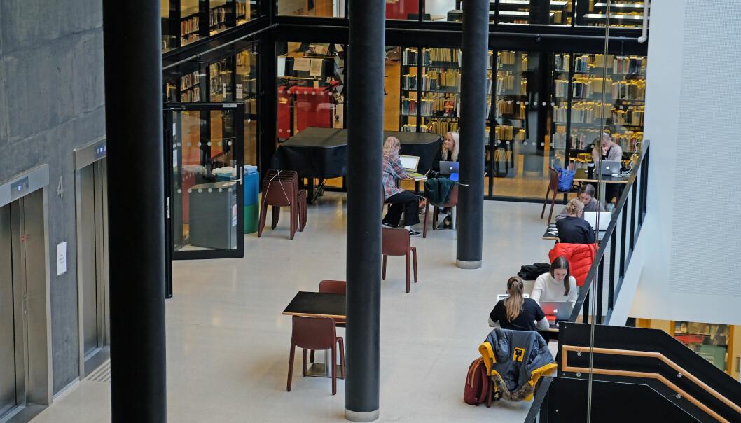 I Sogndal var studentar framleis samla på campus tidleg i november. Men mange studentar har stort sett site heime, åleine, denne hausten.