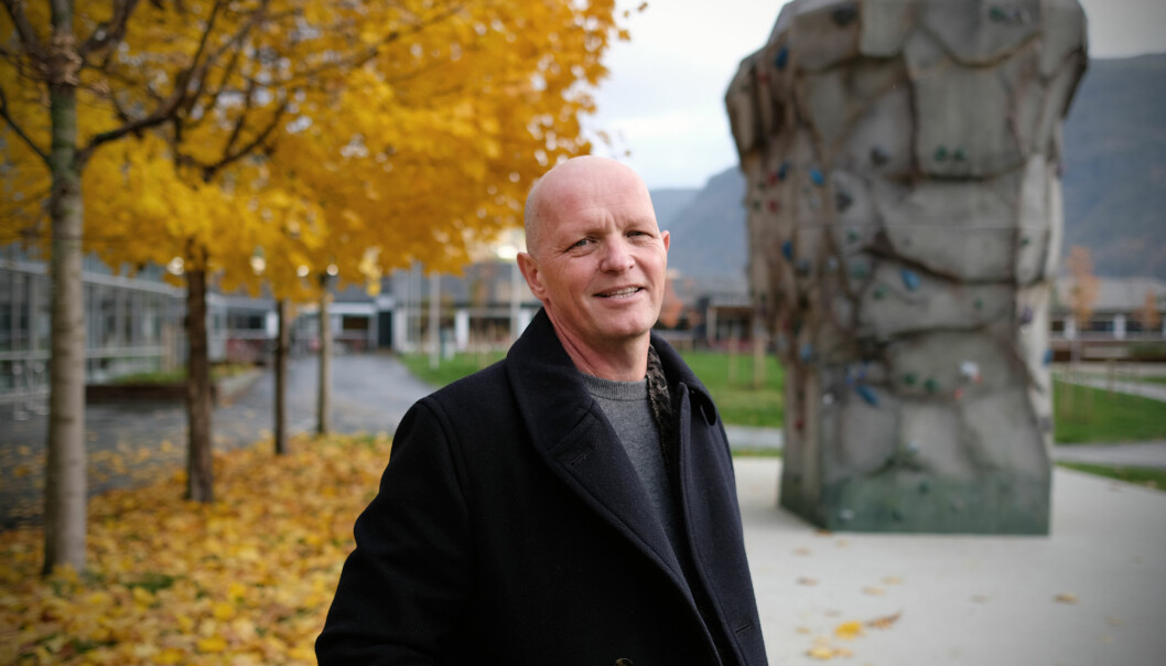 54 år gamle Gunnar Yttri skal leia Høgskulen på Vestlandet frå nyttår. No sit han i høgskulestyret, men har, i samråd med styreleiar, valt å tre til side denne hausten.