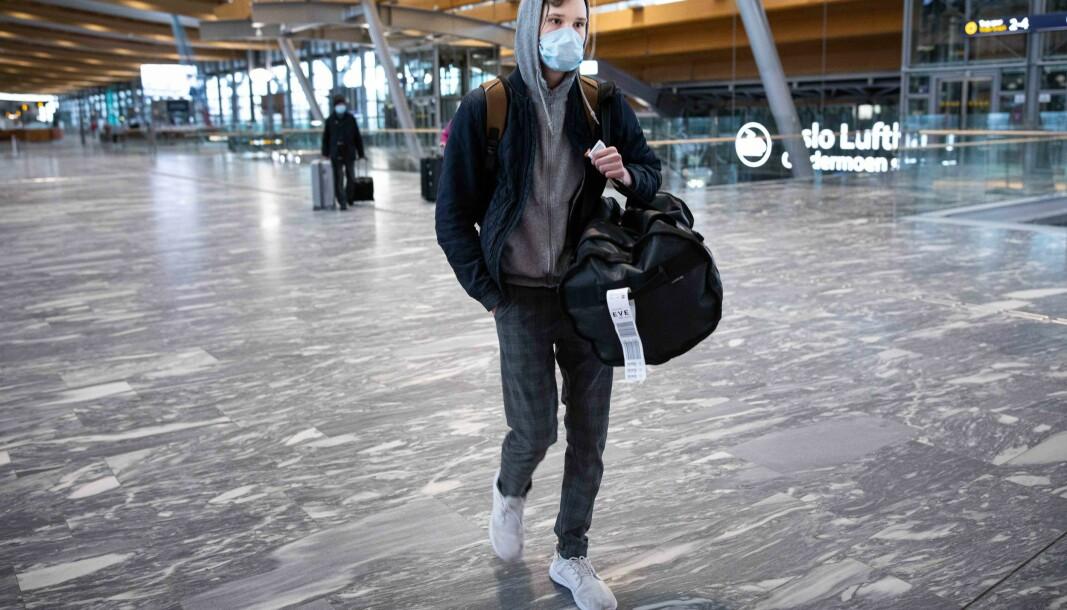 Simon Larsen vender Oslo ryggen og drar hjem til Harstad, flere uker før juleferien er et faktum.