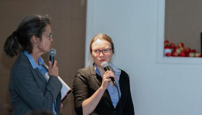 Sosialantropolog Ragnhild Freng Dale (til høgre) jobbar med klimaomstilling hos Vestlandsforsking, men er aktiv på mange scener. Her saman med Kristin Bjørn fra Ferske Scener.