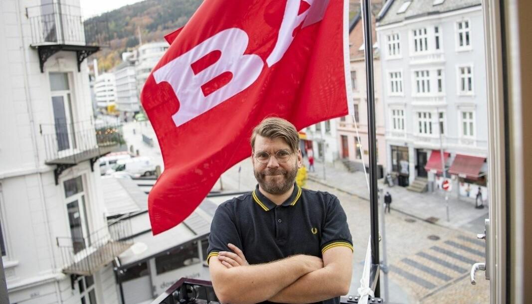 Redaktør i Bergensavisen, Sigvald Sveinbjørnsson, leder en avis med røtter i fagbevegelsen. Men det medfører ikke at han bejubler alle lønnstillegg.