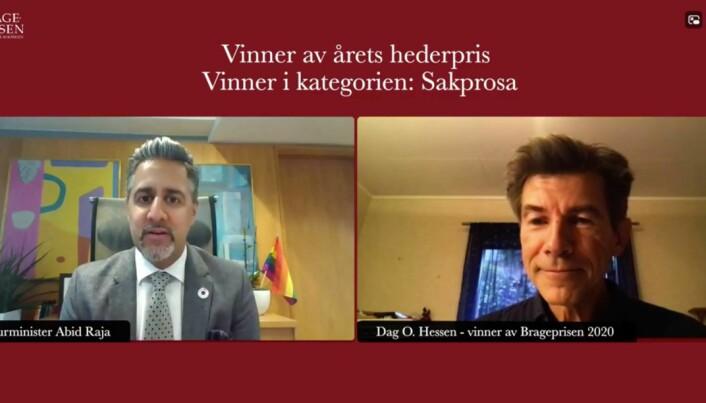 Kulturminister Abid Raja (V) delte ut prisene til Dag O. Hessen.
