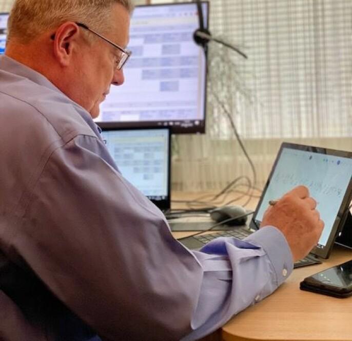 Viggo Gabriel Borg Pedersen er universitetslektor ved NTNU, og underviser i flere fag der han mener det vil være fordelaktig for studentene at han underviser digitalt.