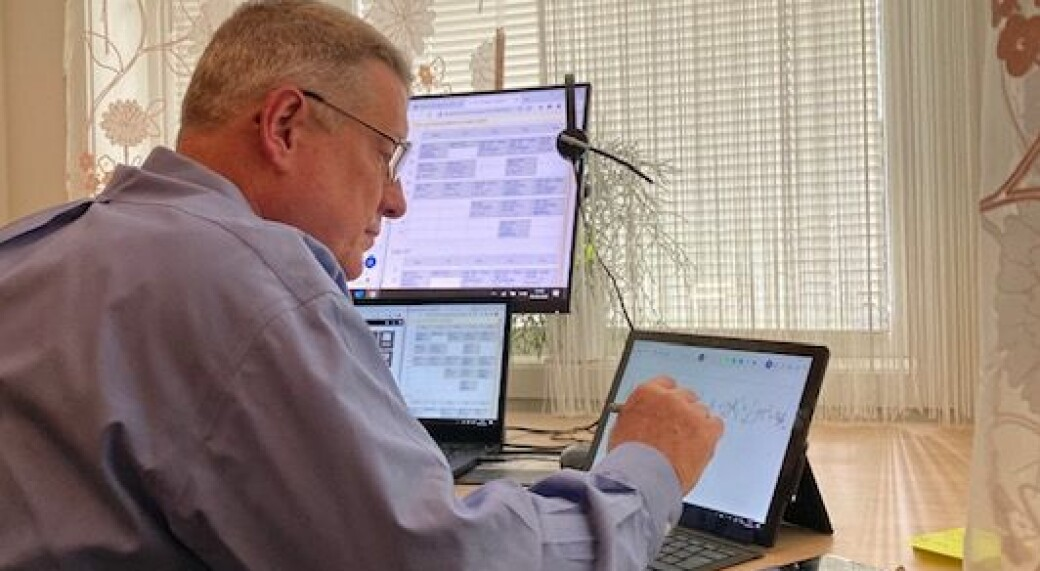 I fremtiden kommer mye av undervisningen som lar seg gjennomføre digitalt, til å bli gjennomført digitalt, mener Viggo Gabriel Borg Pedersen.
