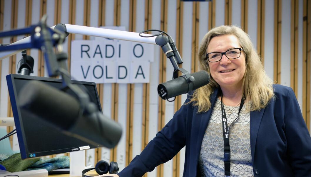 Kate Kartveit er nytilsett dekan ved Avdeling for mediefag ved Høgskulen i Volda. Kartveit begynte som programingeniør i NRK, og jobba som journalist i mange år før ho gjekk til akademia.