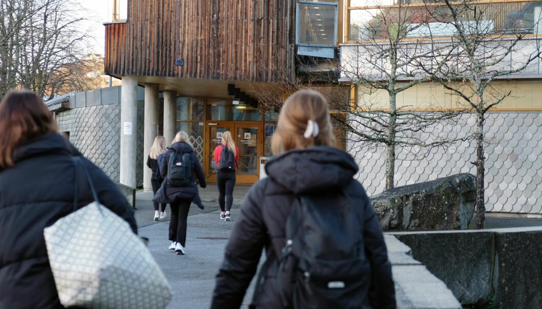 Volda kommune er blant de som oppfordrer sine mange tilreisende studenter om å koronateste seg når de kommer tilbake til Volda. Torsdag settes det opp en midlertidig teststasjon på campus.