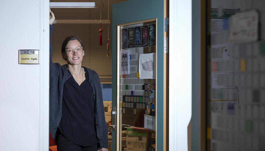 Professor Vigdis Vandvik ved Universitetet i Bergen sier at de har helt andre erfaringer enn den nylige evalueringen av meritteringsordningen ved UiT Norges arktiske universitet viser.