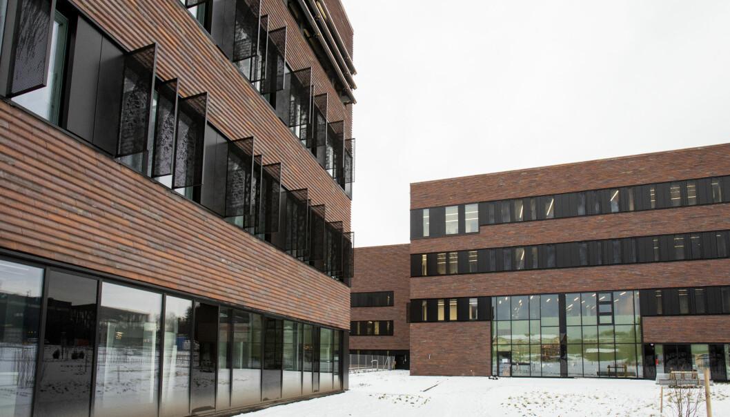 Da er Veterinærhøgskolen endleig i gang med innflytting i sitt nye bygg i Ås.