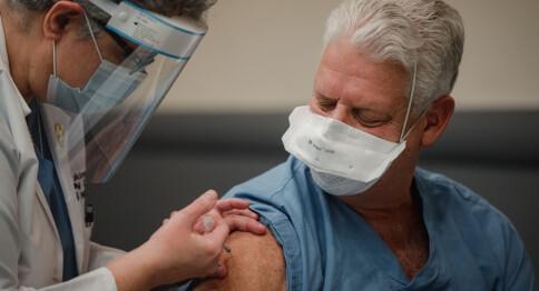 Første vaksine godkjent i EU: — Kan ikke stanse alt smittevern og satse alt på vaksinen