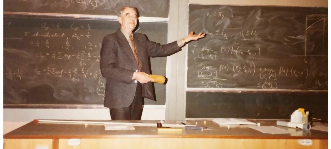 I 33 år jobba Ernst Selmer som professor. I all hemmelegheit hadde han ein jobb til på si - for Forsvaret