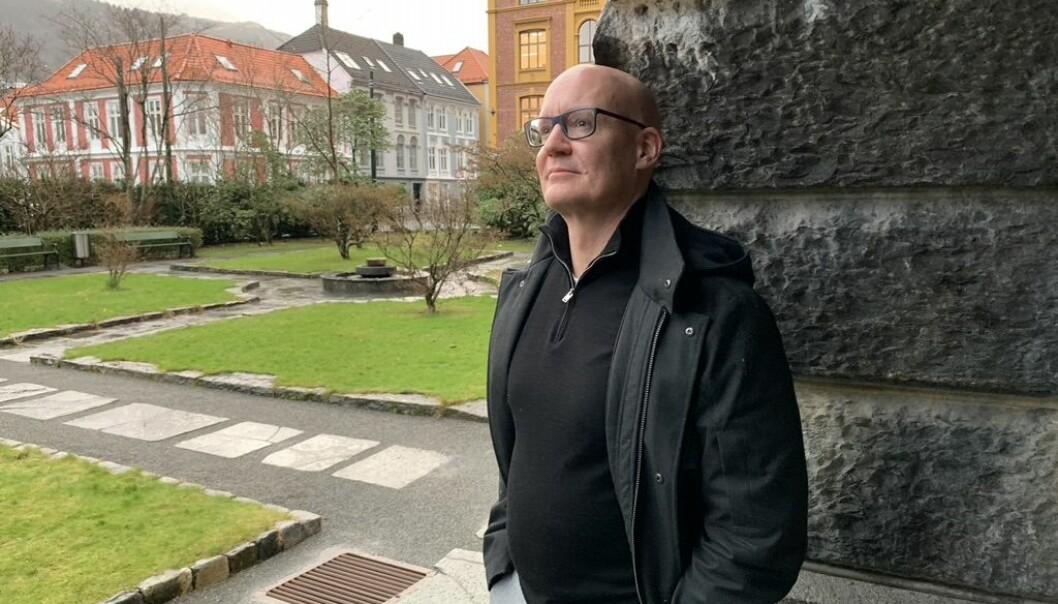 Forfattar Øystein Rygg Haanæs har hatt samtalar med mellom andre Tor Helleseth og Selmer si dotter i arbeidet med boka.