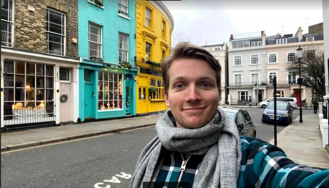 Helt til det siste har det vært uvisst om Mathias Augestad Ambjør ville komme seg til London for å ta fatt på skuespillerstudier ved Royal Academy of Dramatic Art. Nå bor han midlertidig i lånt leilighet i Notting Hill mens han prøver å finne fast bopel.
