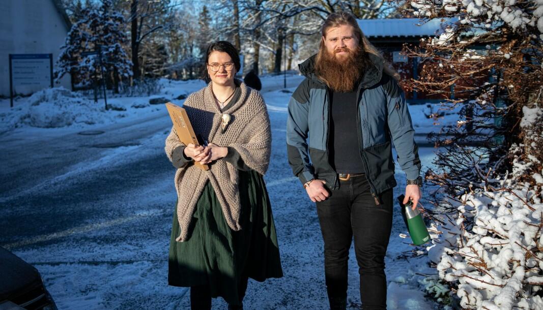 Ås-studentene Sophie Puresti og Jan Ola Fodnes er frustrert over sene beskjeder om innstramminger grunnet koronapandemien.