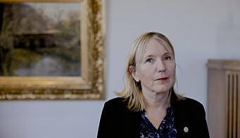 Rektor Margareth Hagen ved UiB er opptatt av at unge forskere ikke blir sittende alene med beslutninger om hvor de skal gå videre i karrieren.