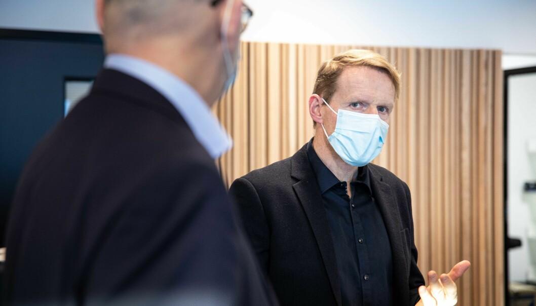 Lars Atle Holm, universitetsdirektør ved NMBU er talsperson for de 17 universitetene og høgskolene som nå setter DFØ-systemet på vent.