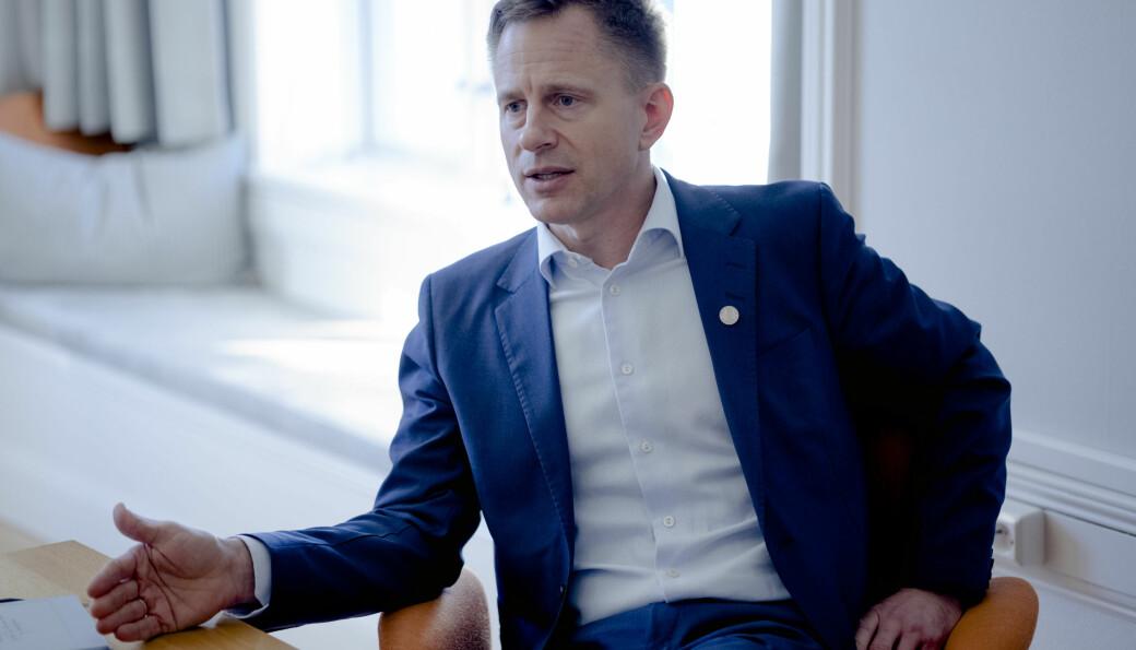 Robert Rastad er ny i stillinga som universitetsdirektør ved Universitetet i Bergen. Han seier han går inn i Knudsen-saka med ei heilt nøytral haldning.