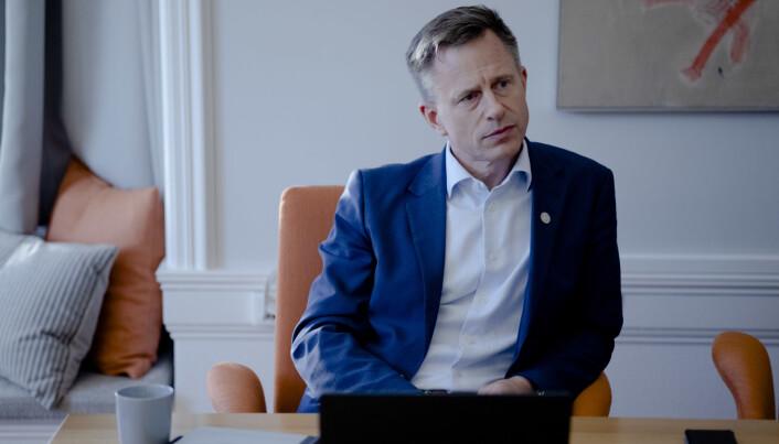 Universitetsdirektør Robert Rastad er usamd med tidlegare studentombod Sindre Dueland, men seier at SiFra-systemet bør endrast.
