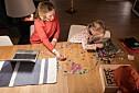 Språkorsker og småbarnsmor: Mye forskning satt på vent