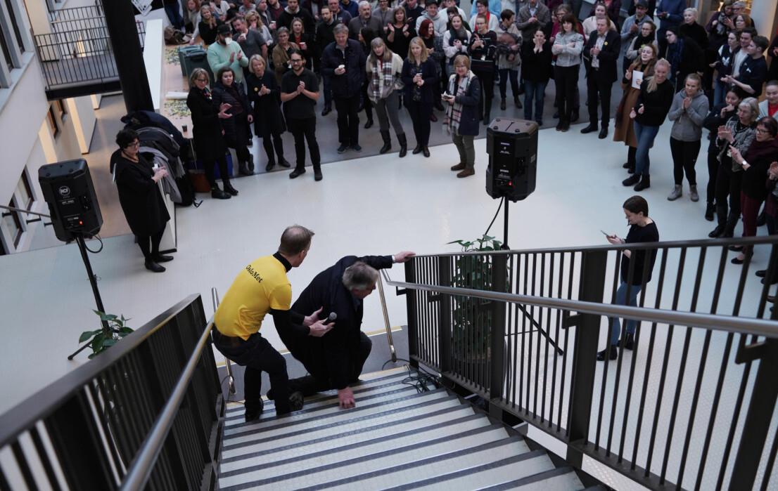 OsloMet-rektor Curt Rice gir tidligere Skedsmo-ordfører Ole Jacob Flæten to støttende hender. Like støttende til en campus på Kjeller har han ikke vært.