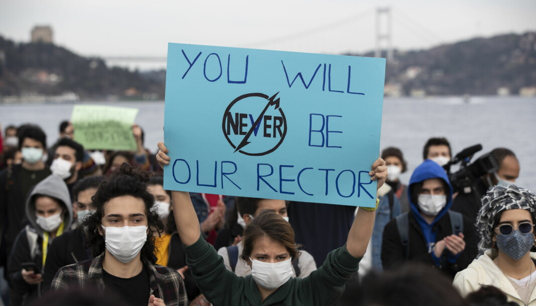Studenter protesterer mot den nye rektoren for Boğaziçi-universitetet forrige uke.