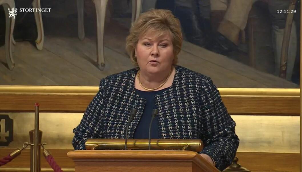 Statsminister Erna Solberg orienterer nå Stortinget om håndteringen av koronapandemien.