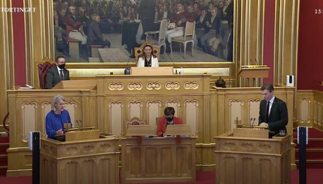 Nina Sandberg (Arbeiderpartiet) på talerstolen i Stortinget i dag. Hun stilte spørsmål til statsråd Henrik Asheim.