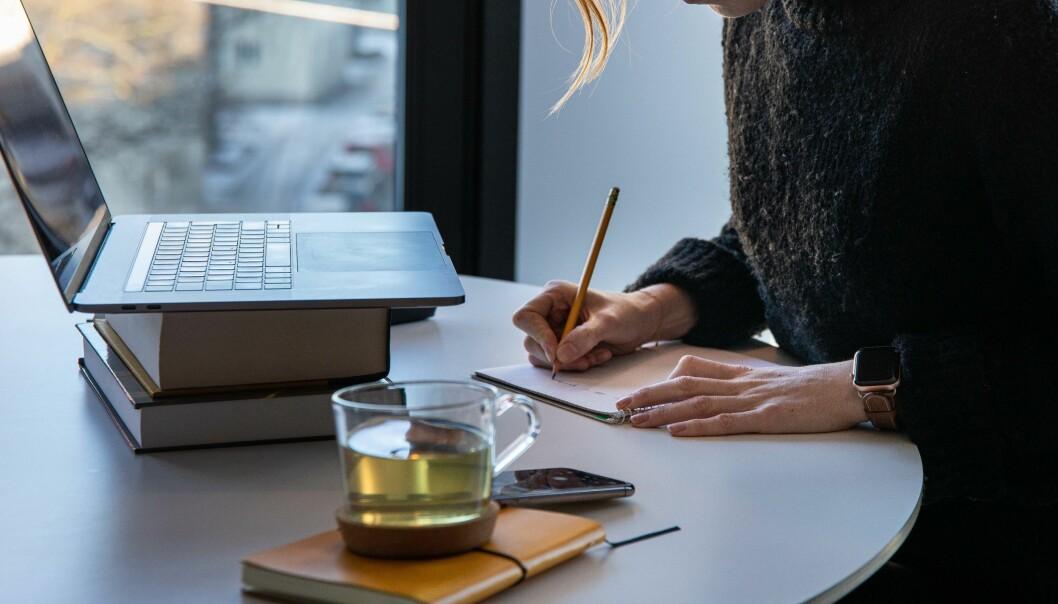 Universitetet i Oslo kompenserer ansatte for merutgifter ved å ha hjemmekontor. Nå vurderer fagforeninger flere steder i landet å be om det samme.