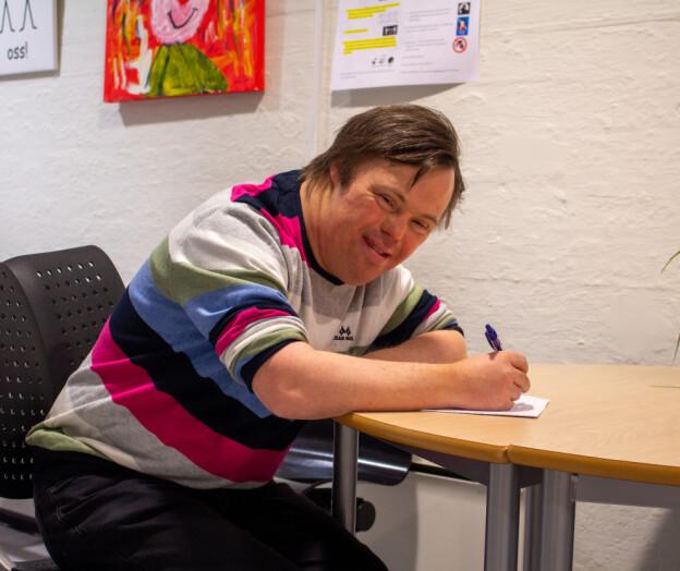 Ole Magnus Oterhals både underviser og driver med vitenskapelig forskning